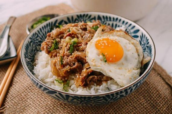 Japanese beef rice bowls