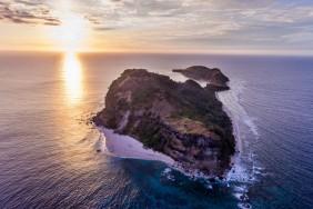 Capones-Island